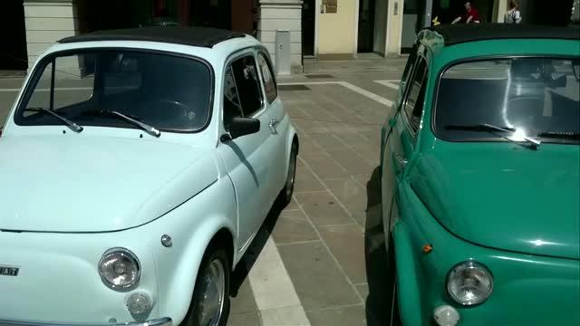 Auto d'epoca in mostra