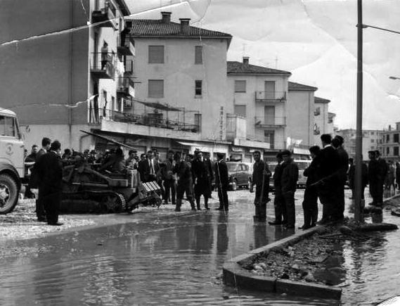 Strade allagate nella terraferma veneziana: Via Castellana (1966)