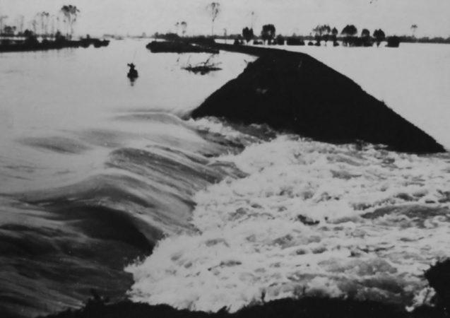 San Donà di Piave - Rottura dell'argine del canale navigabile con allagamento del bacino Ongaro (1966)