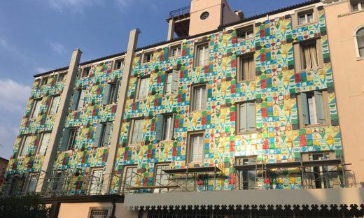 All'Hungaria del Lido una nuova facciata in vetro di Murano