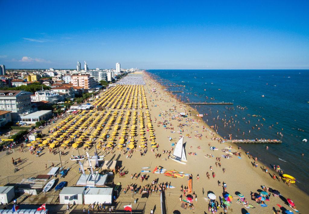 Estate sulle spiagge: 385 in Italia sono Bandiera Blu
