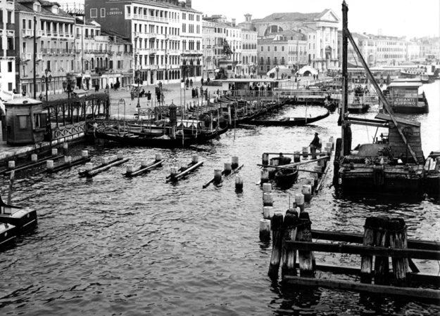 1959 Costruzione pontile S. Zaccaria ©Foto Archivio ACTV