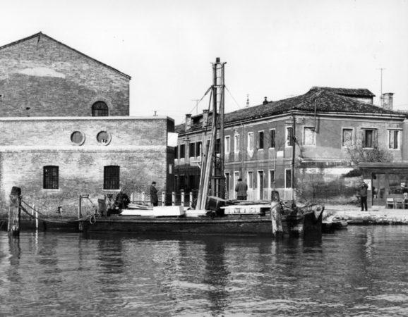 1960 - Costruzione pontile Murano Faro - ©Foto Archivio ACTV