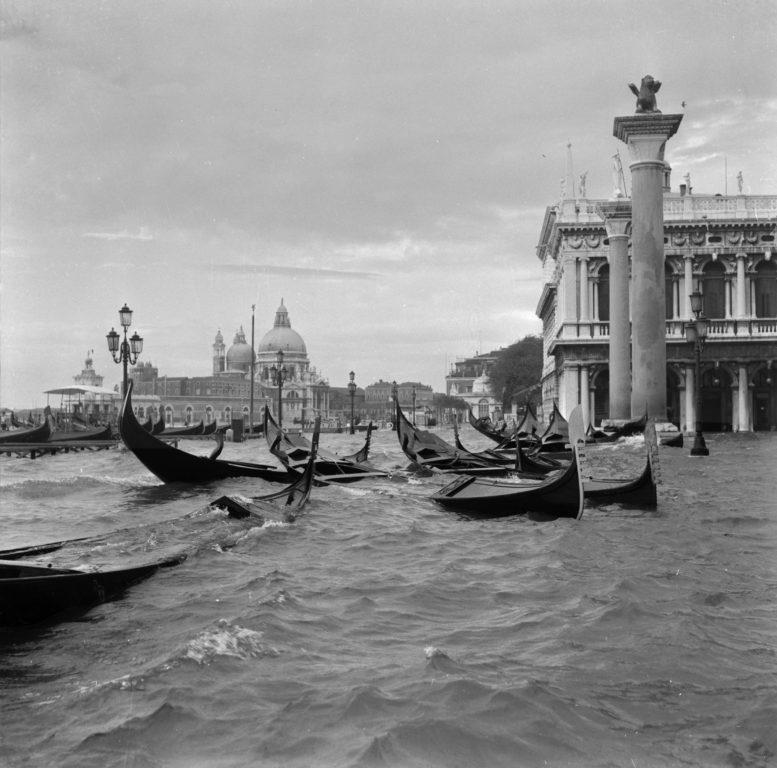 Alluvione 1966 - PH© Vittorio Pavan Archivio Cameraphoto