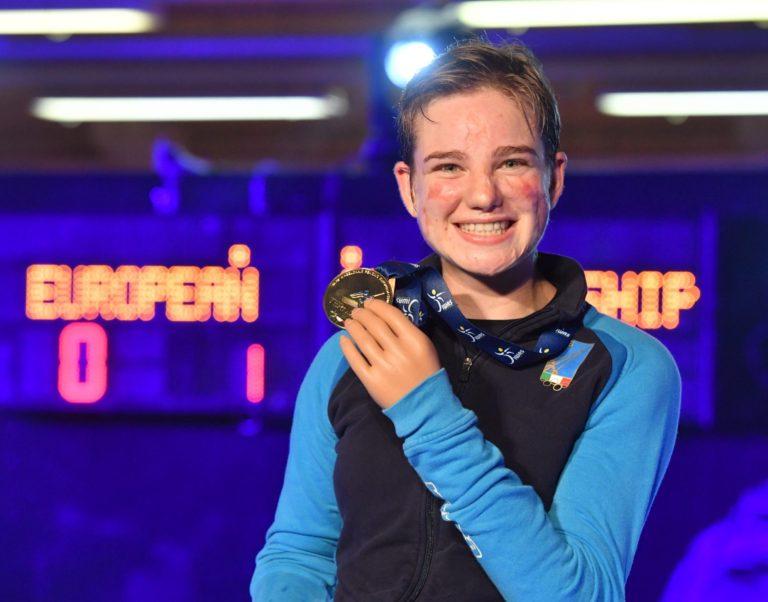 Bebe Vio con la medaglia vinta agli Europei di Terni 2018 - ph. Augusto Bizzi/Federscherma