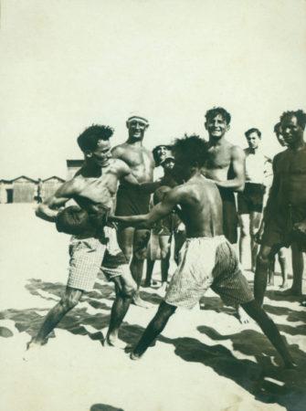 1930, Lido di Venezia pugili in spiaggia. ph © Fondo Fotografico Margherita Bosi