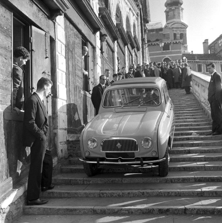 Automobile sul Ponte di Rialto - Venezia 1961 - PH© Vittorio Pavan Archivio Cameraphoto