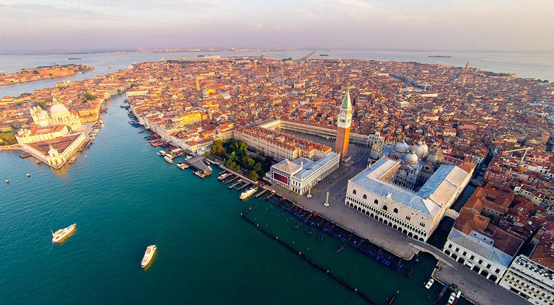 Venezia contro le mode cafone. Il nuovo regolamento