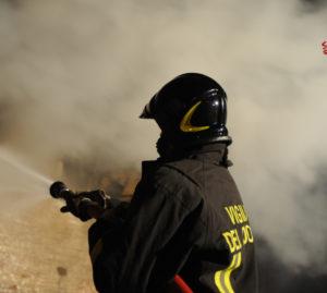 Vigile del fuoco al lavoro @Archivio Vigili del Fuoco di Venezia