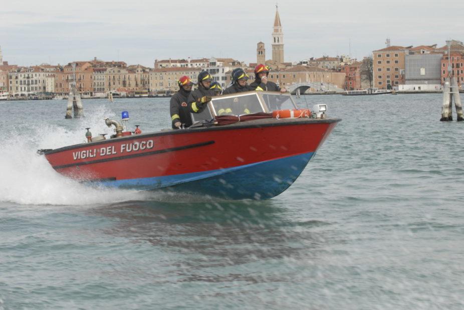 Le squadre dei Vigili del fuoco: quasi 500 interventi a tutela di città e isole