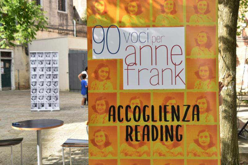 La locandina dell'evento 90 voci per Anne Frank