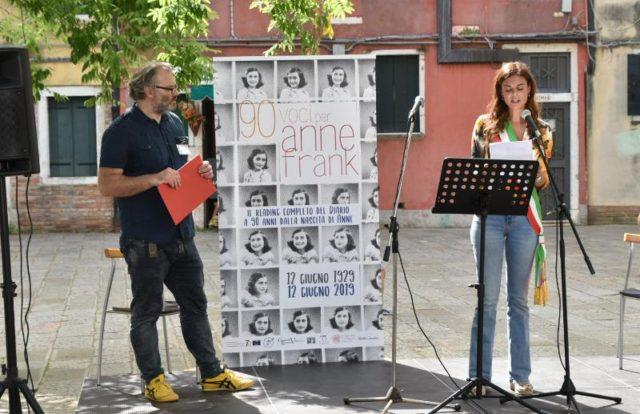 La presidente Linda Damiano legge il Diario di Anna Frank