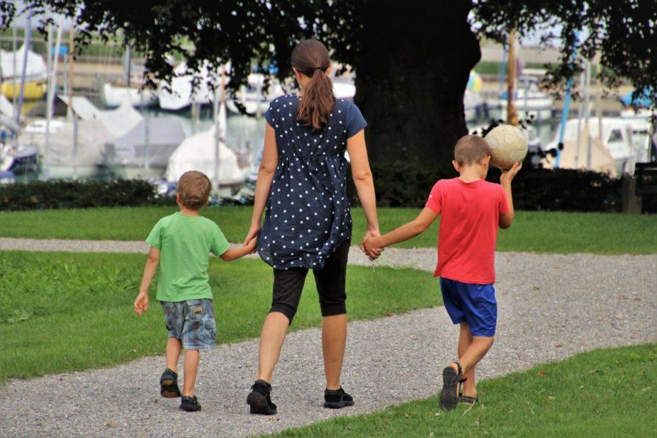 Giocare tra i campi della città storica e i parchi nel comune di Venezia
