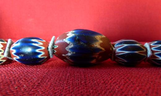 """Dal vetro una perla magica. In scena la """"rosetta"""" di Marietta Barovier"""