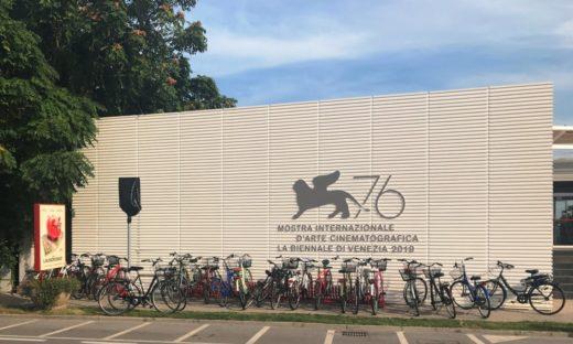 La Mostra in bicicletta. In 105 mila a vedere i film in concorso