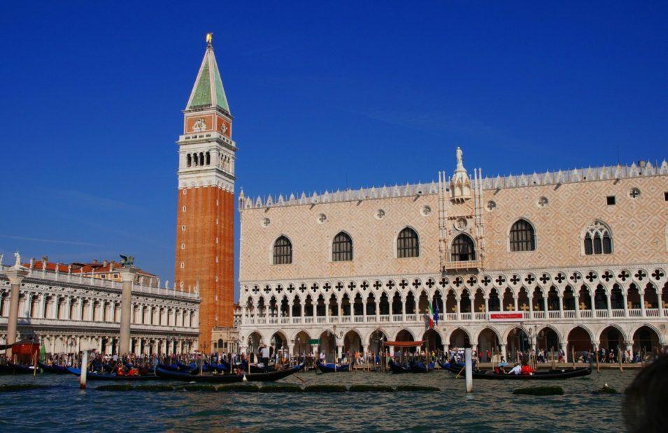 Piazza San Marco e Rialto: nuove regole per il commercio