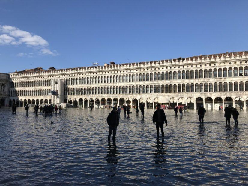 L'appello: «Istituiamo a Venezia un centro di studio e ricerca sui cambiamenti climatici».