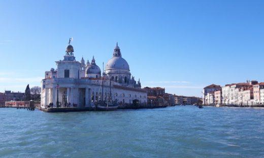 """""""Battiloro"""": l'unico rimasto è a Venezia. Qui nasce la foglia d'oro che ha un'anima"""