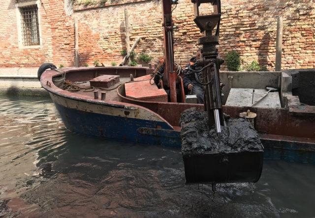 Scavo rii a Venezia
