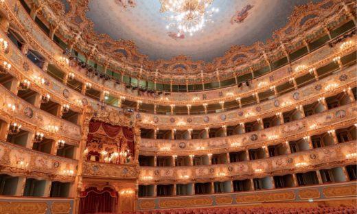 Il settore cultura veneziano: «E' necessario riaprire subito cinema e teatri»