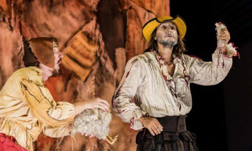 Teatro all'aperto: produzioni di alto livello nelle piazze e nei giardini