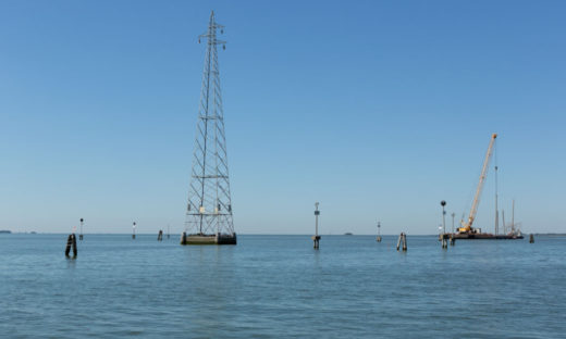 Via tralicci e basamenti: a Venezia, la rete elettrica si fa ecocompatibile