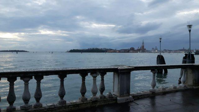 La situazione delle colonnine ai Giardini di Castello dopo l'acqua alta del novembre 2019