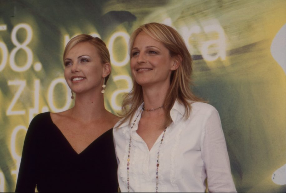 Helen Hunt e Charlize Theron film THE CURSE OF THE JADE SCORPION - Foto Asac - 2001