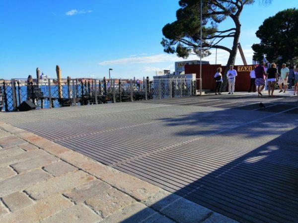 La pavimentazione del restaurato ponte della Zecca a San Marco