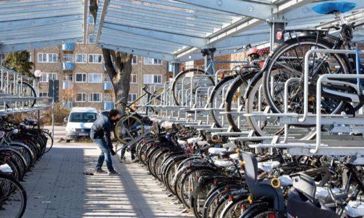 """Biciclette su due piani, servizi integrati. A Mestre il primo stallo """"intelligente"""""""