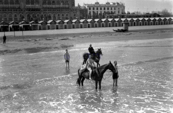 Passeggiata a cavallo sulla battigia, Lido di Venezia
