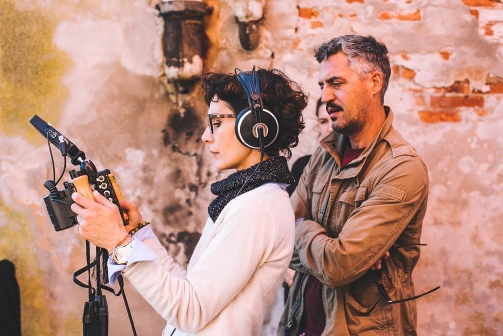 """La regista Alessia Buiatti durante le riprese di """"Il tempo e i giorni"""""""