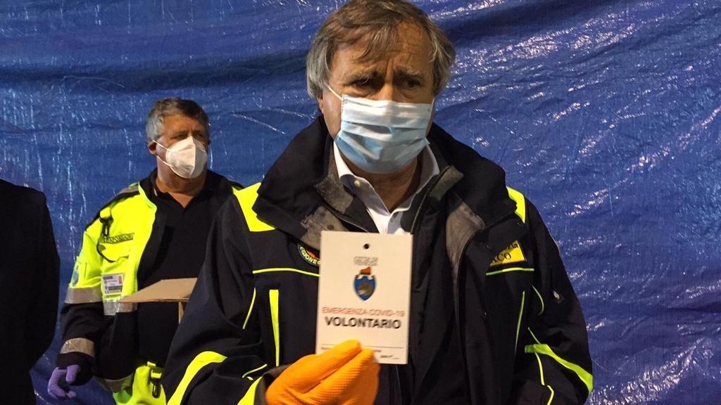 Il sindaco Luigi Brugnaro durante il lockdown per la consegna delle mascherine