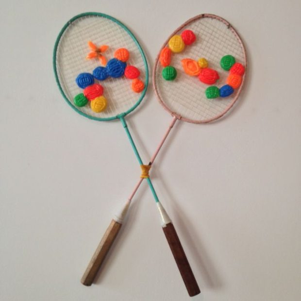 Irina Bujor, The Family of, 2016, Racchete da badminton, plastica, filo, 45x60cm. Baratto