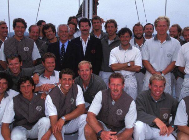 Gli uomini del Moro di Venezia. Al centro, l'armatore con Raul Gardini e lo skipper Paul Cayard