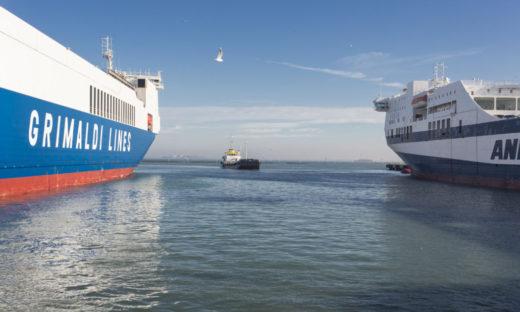 Si scava il canale dei Petroli, il porto commerciale torna competitivo