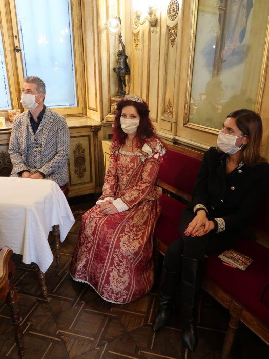 Stefano Ghezzo, Ermelinda Damiano e la figurante in costume del 500 Debora Gusson