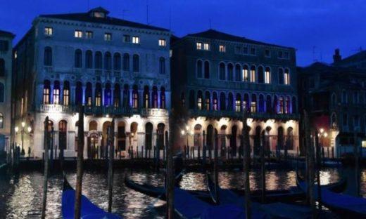 """Venezia si illumina di blu per la campagna sulla polmonite """"Pneumolight"""""""