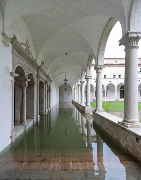 Chiostro dei cipressi con portale Buora Fondazione Cini (ph De Fina)