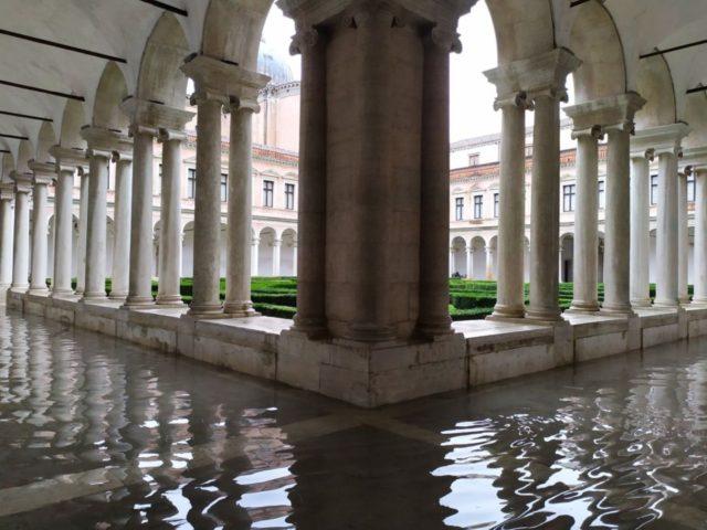 Acqua Granda: chiostro del Palladio alla Fondazione Cini