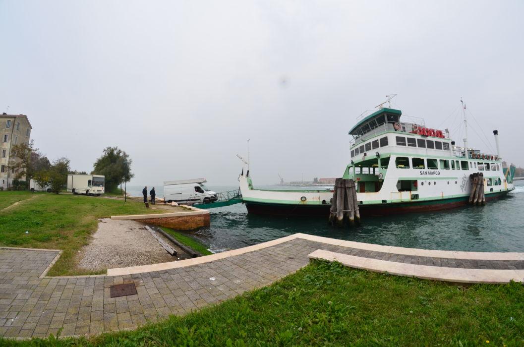 Ferry boat per Sacca Fisola mercato