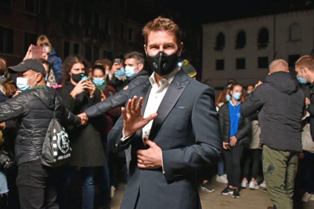 Tom Cruise accolto dai fans a Venezia