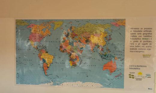 Aule scolastiche sanificate con le carte geografiche speciali