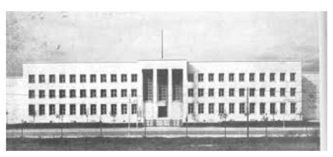 La facciata bianca del Liceo Franchetti di Mestre