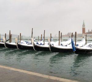 Venezia acqua alta, gondole, Neve, Tramonto