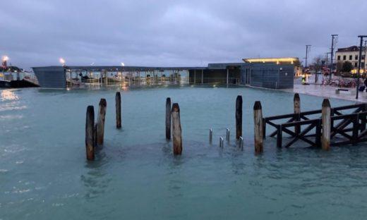 Gabbati dal vento, Venezia e Chioggia sott'acqua. Il Mose sarà azionato nella notte