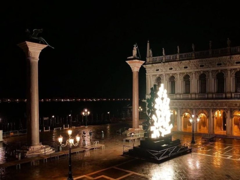 L'albero di Natale di Plessi a San Marco simbolo di un'energia globale