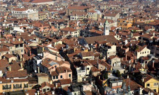 """Case: in Italia boom di """"ruderi"""" per sfuggire alla tassazione"""