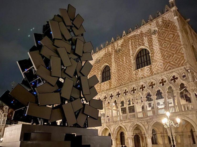 L'albero di Natale di Fabrizio Plessi, a Venezia