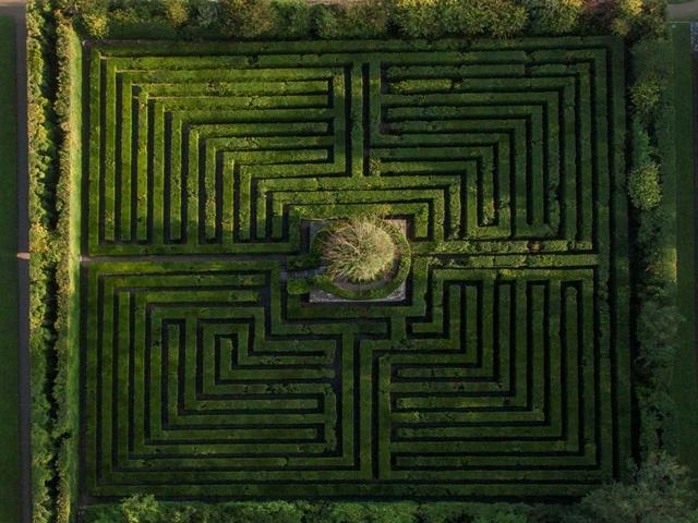 vista aerea del secolare Labirinto dei Bossi del Giardino di Valsanzibio @Stefano Maruzzo & Tenuta Valsanzibio srl